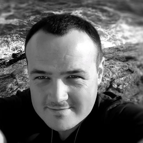 Mickael Gutierrez Freelance dans la création de site internet et la création graphique sur mickguti.com